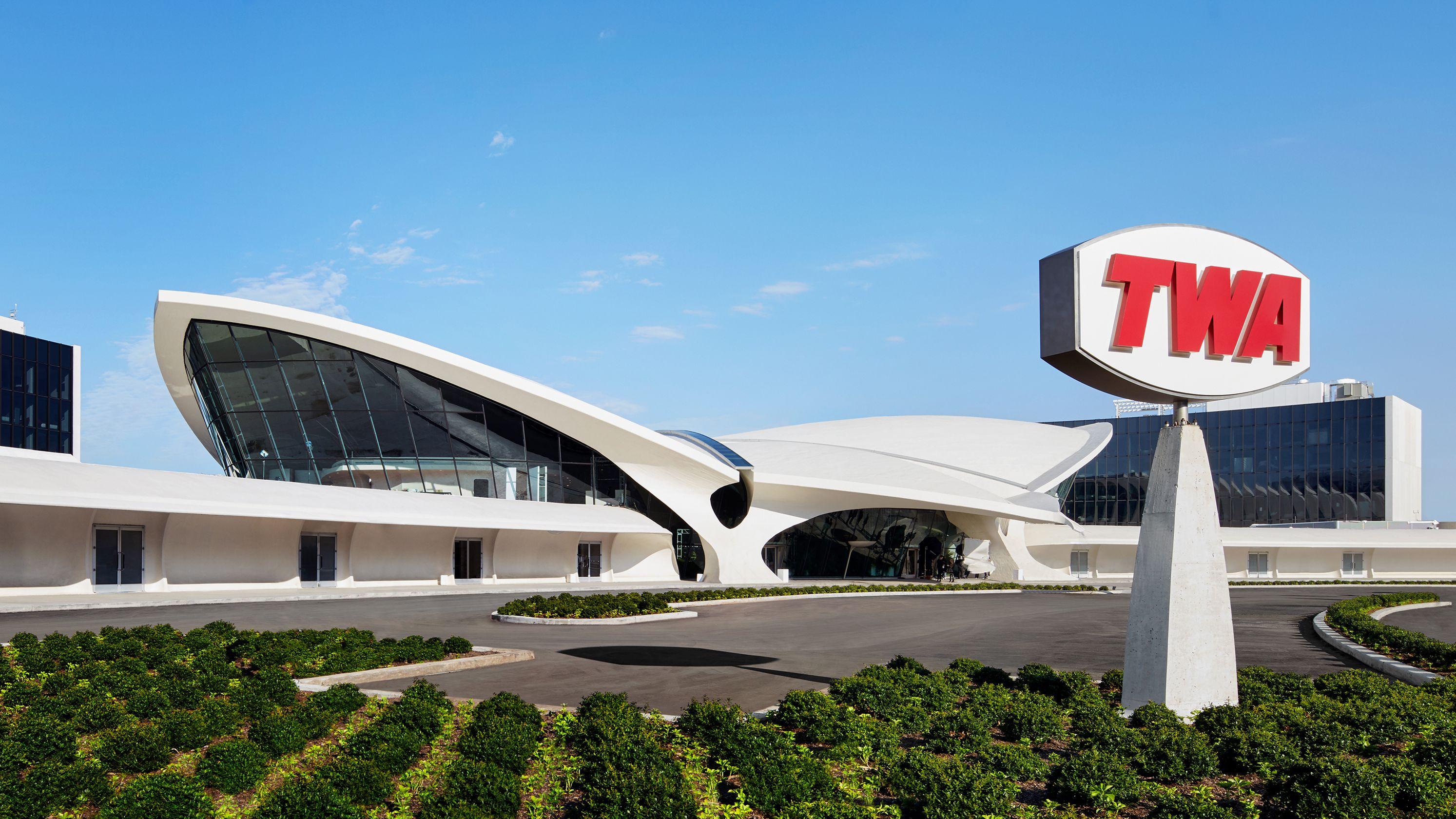 hotel twa - JFK Airport - Sneakers MAgazine